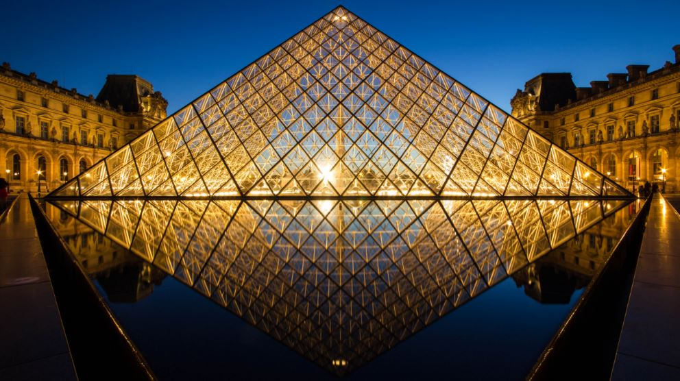 louvre-pyramid-paris-top-famous-amazing-glass-buildings-in-the-world-2018
