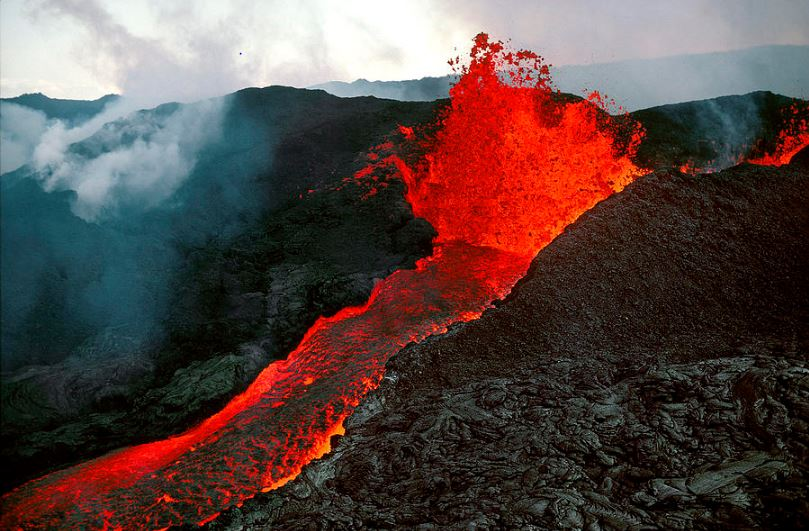 mauna loa hawaii, Top 10 Most Active And Dangerous Volcanoes in The World 2017