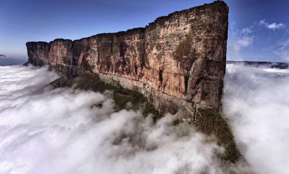 mount-roraima-brazil-top-10-worlds-most-mysterious-places