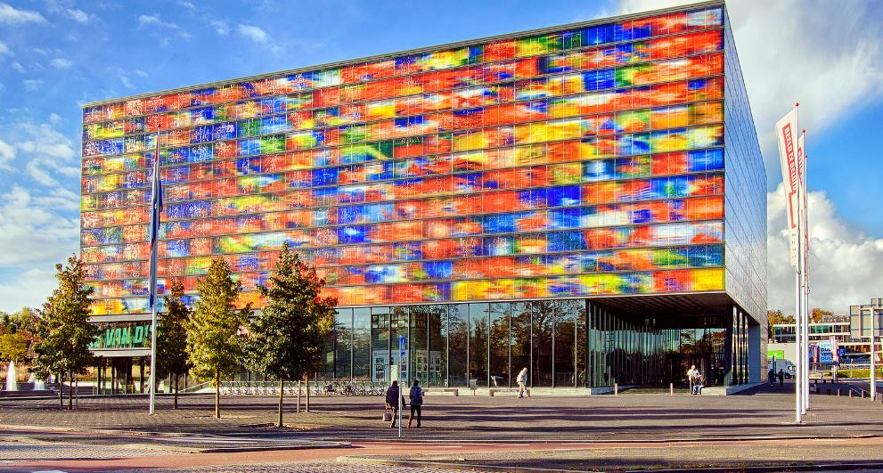 netherlands-institute-for-sound-and-vision-top-10-amazing-glass-buildings-in-the-world