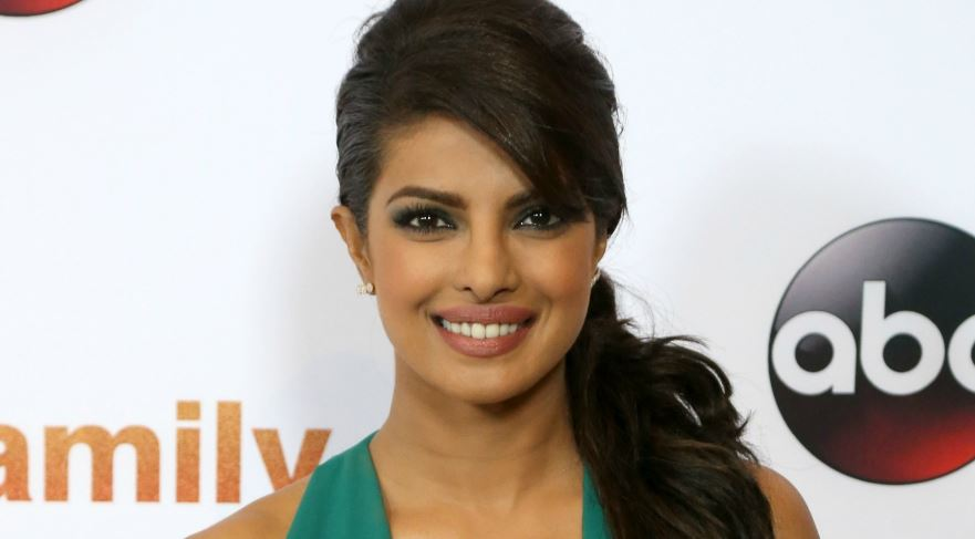 priyanka chopra, Top 10 Most Popular Bollywood Celebrities On Twitter 2017