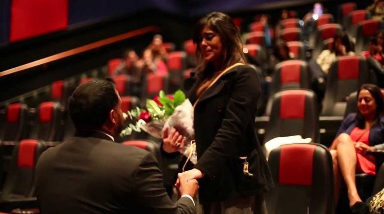 propose-your-love-in-a-theater