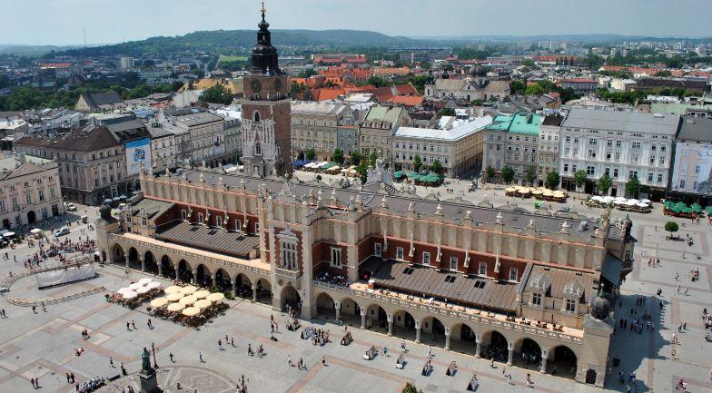 rynek-glowny-krakow-top-best-city-squares-in-the-world-2019