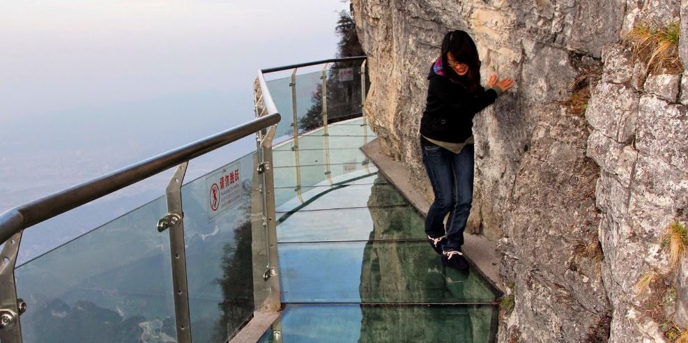 skywalk-on-tianmen-mountain