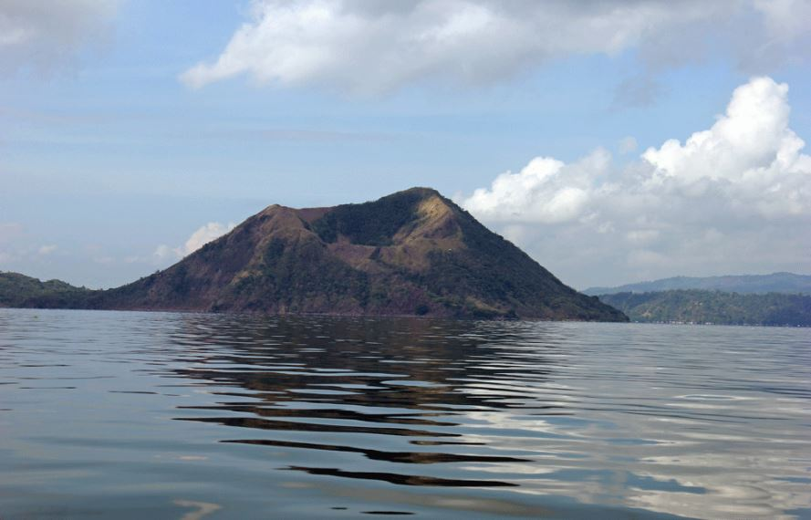 taal-volcano-philippines-top-most-active-and-dangerous-volcanoes-2017