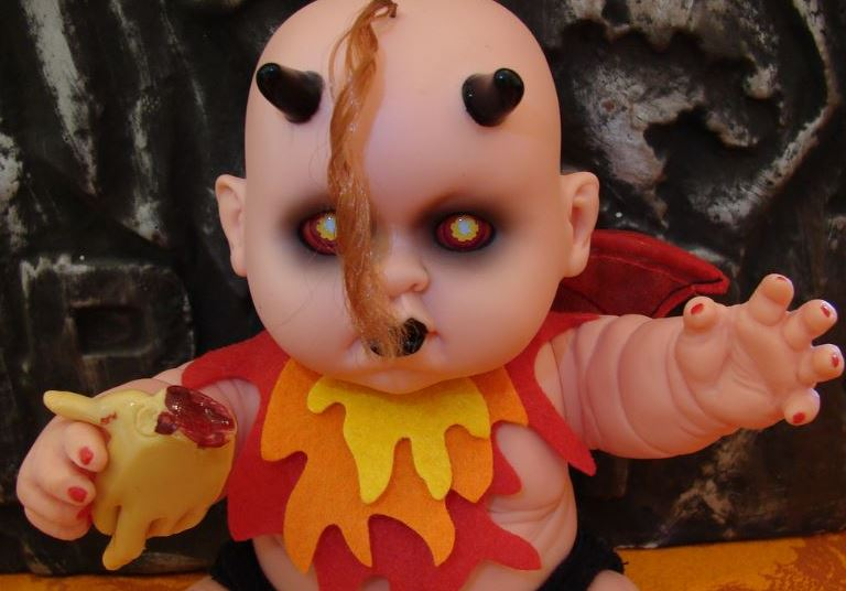 the-devil-baby-doll-most-popular-freaky-dolls-that-will-make-you-scared-2018