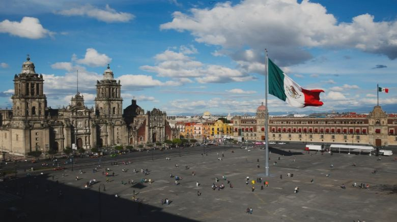 zocalo mexico city Top 10 Famous City Squares in The World 2017